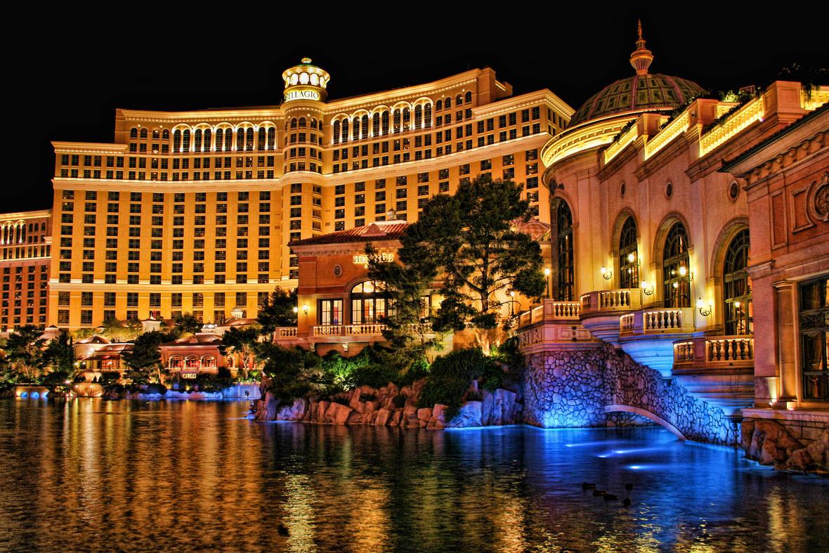 Bellagio_Casino_and_Hotel_at_Night